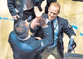 20090813225441-broker-festeja.jpg